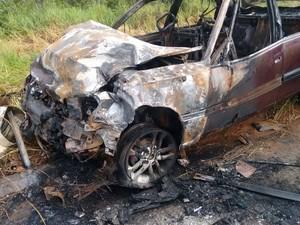 Um dos motoristas transportava vítima de um outro acidente (Foto: Folha do Bico/Divulgação)