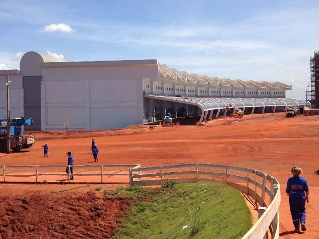 Obras do novo terminal começaram em 2005 e tiveram várias interrupções  (Foto: Luísa Gomes/G1)