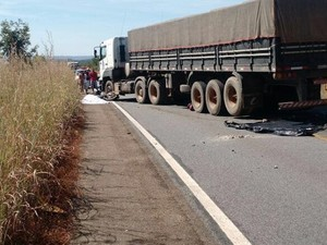 Acidente entre motocicleta e caminhão causa duas mortes em Almas (Foto: Divulgação)