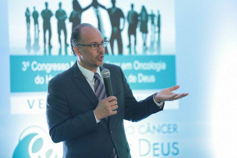 """""""Se eu separar o sistema público do privado, temos países diferentes"""", afirmou o oncologista Stephen Stefani sobre a saúde no Brasil (Foto: Otávio Fortes)"""