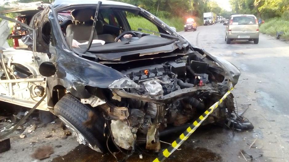 Acidente deixou veículo Honda Civic completamente destruído. (Fotos: PRF)