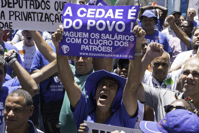 A Assembleia Legislativa aprovou a privatização da Cedae, mas os funcionários resistem ( João Rodrigues/ Foto Arena)