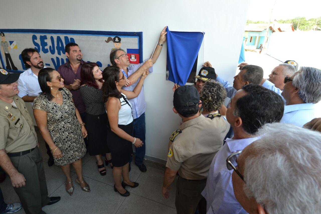 A placa foi descerrada pela professora Wanessa Sechim, pelo governador Marcelo Miranda e autoridades estaduais