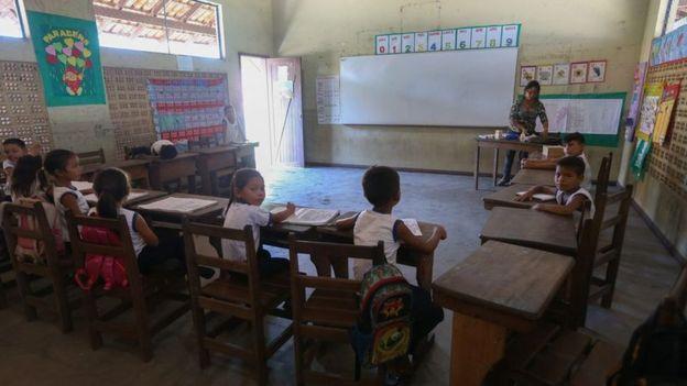 Em comparação com outros países analisados, Brasil investe pouco no ensino básico