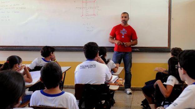 No Brasil, professores lecionam em média 42 semanas anuais