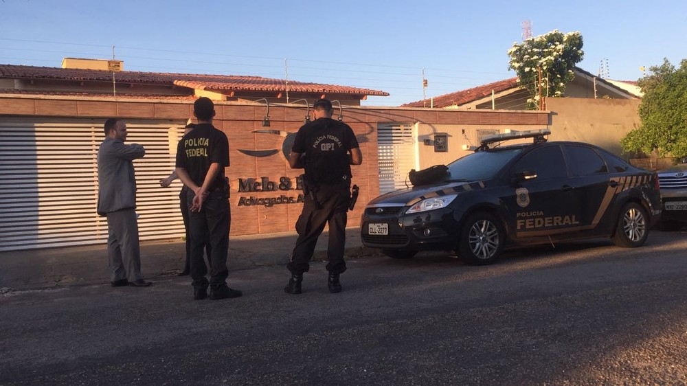 PF cumpre mandado de busca e apreensão em escritório de advocacia (Foto: Gilvana Paludo/TV Anhanguera).