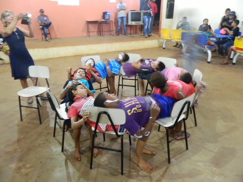 Momento de descontração, peça teatral dos alunos.