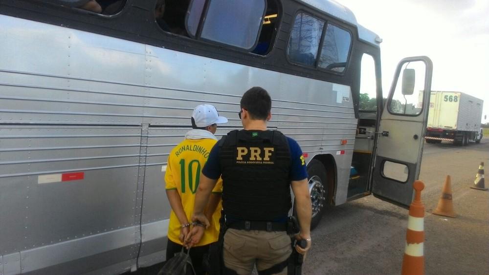 PRF apreende 19 kg de maconha em ônibus na BR-153