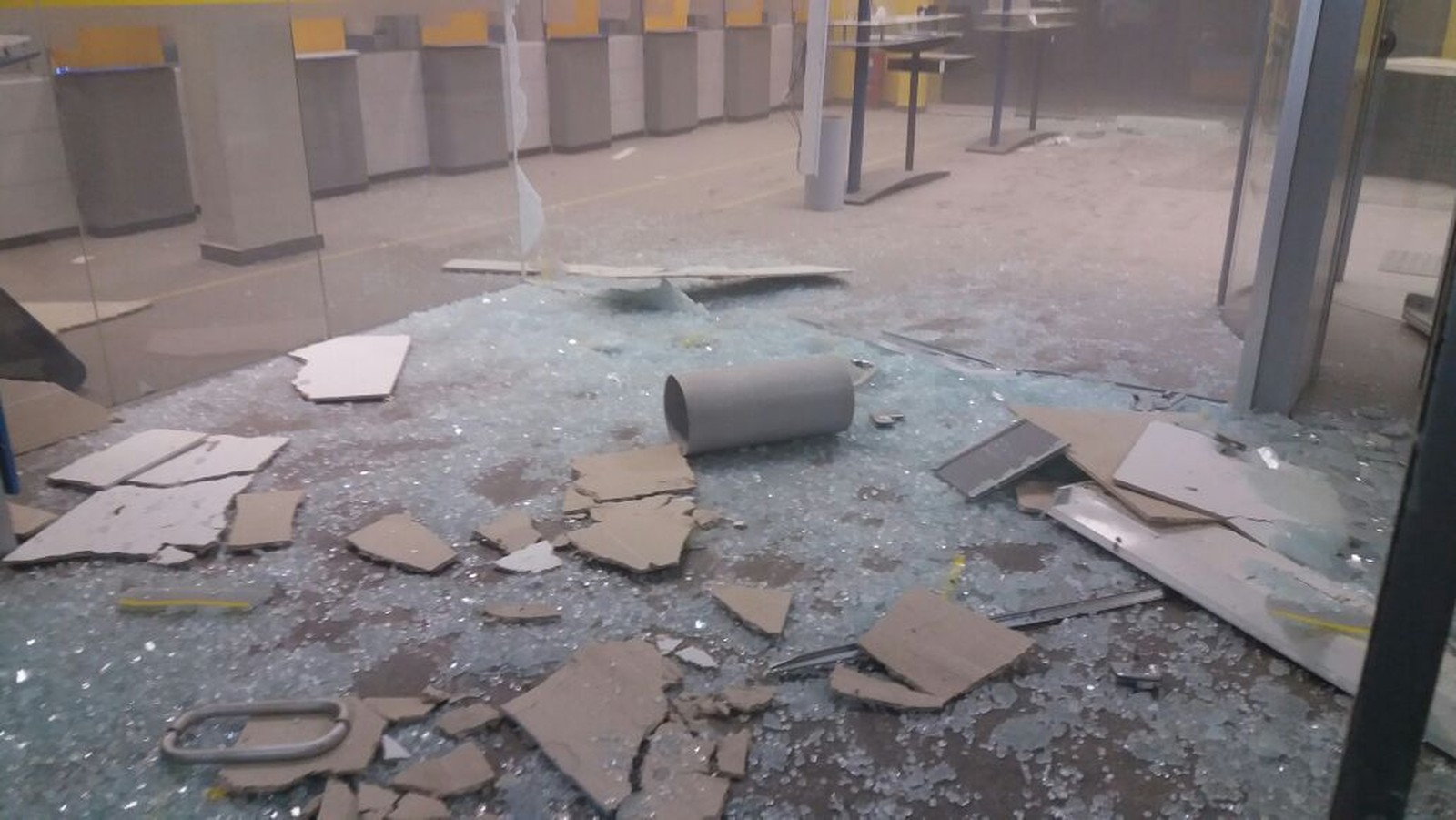 Criminosos explodiram agência do Banco do Brasil, em Gurupi (Foto: Jairo Santos/TV Anhanguera)