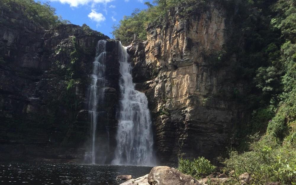 Daniela Bezerra morreu próximo a cachoeira de mais de 80 metros de altura (Foto: Guilherme Gonçalves/G1)
