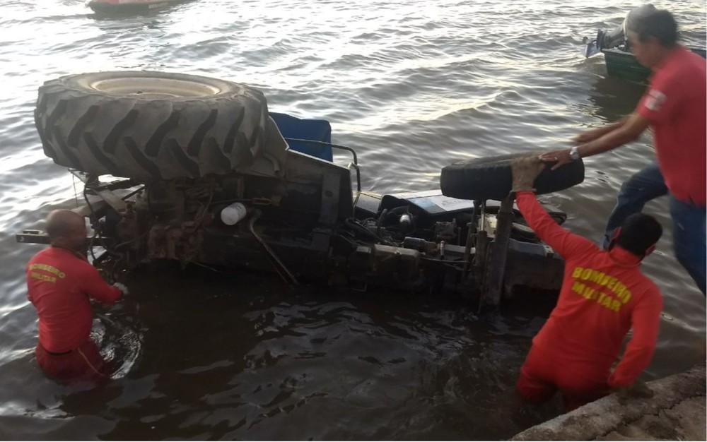 trator cai em cima de canoa dentro do rio araguaia mapa